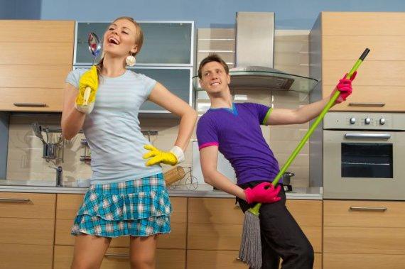 Shutterstock nuotr./Vyras ir moteris virtuvėje