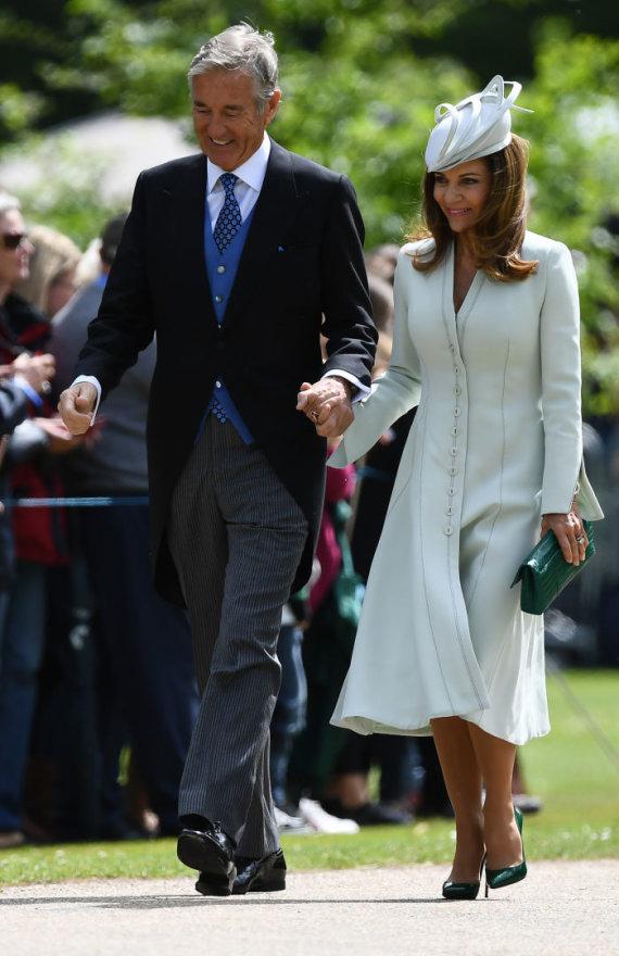 """AFP/""""Scanpix"""" nuotr./Davidas Matthewsas su žmona Jane savo sūnaus Jameso ir Pippos Middleton vestuvėse"""