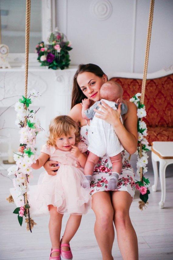 Charizma photography nuotr./Ineta Puzaraite-Žvagulienė su dukra Barbora ir sūnumi Bernardu