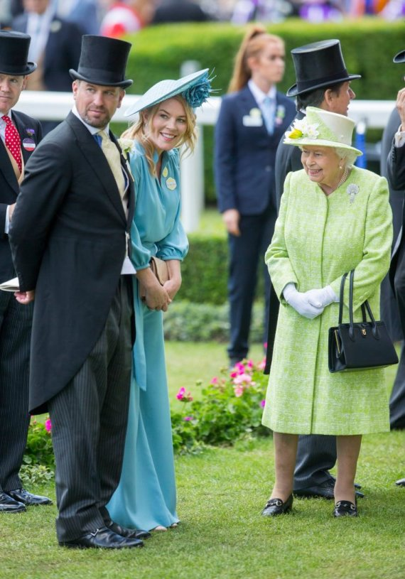 Vida Press nuotr./Autumn Phillips, Peteris Phillipsas ir karalienė Elizabeth II