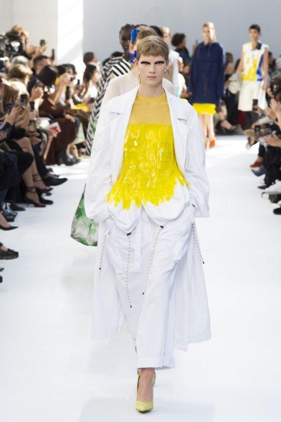 """Scanpix""/""SIPA"" nuotr./""Dries Van Noten"" 2019 m. pavasario ir vasaros kolekcijos modelis"