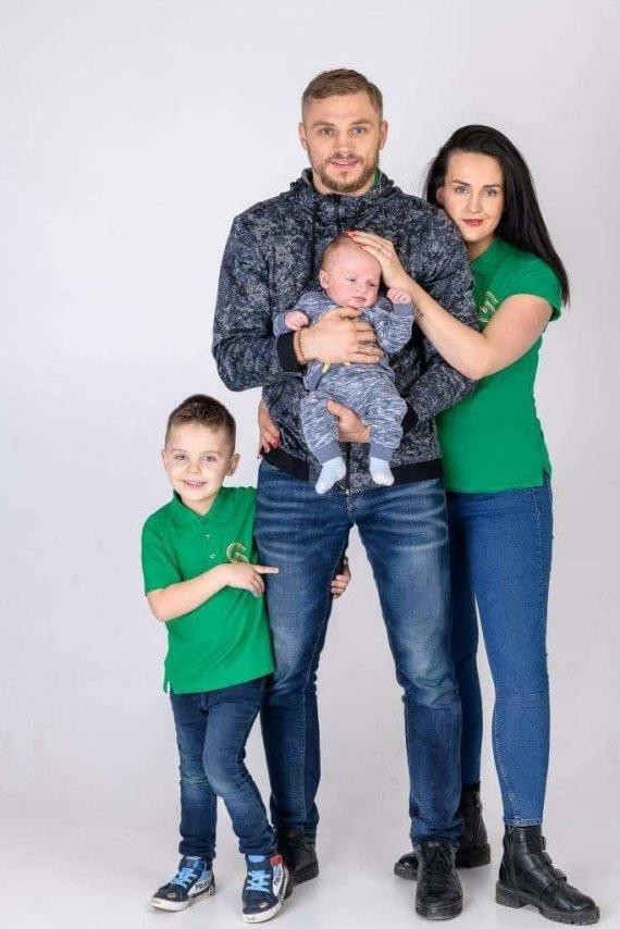 Asmeninio albumo nuotr./Sergejus Maslobojevas su šeima
