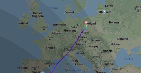 """""""Ryanair"""" lėktuvas iš Alikantės į Kauną dėl keleivio ligos turėjo leistis Poznanėje"""