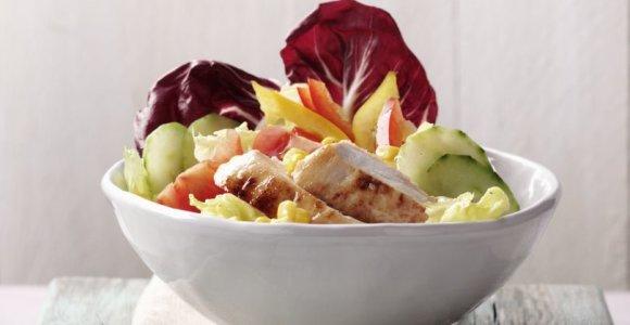 Puikus pasirinkimas vakarienei: 2 gaivių salotų su kriaušėmis ir paukštiena receptai