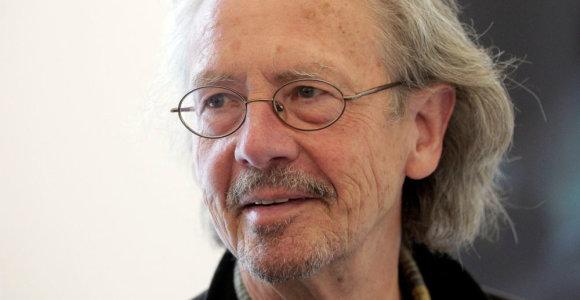 Nobelio literatūros premijos laureatą P.Handkę pasivijo jo skandalingi pareiškimai: rašytojai kritikuoja sprendimą