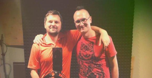 """Rašytojas Tomas Dirgėla ir reperis Kastetas sukūrė dainą vaikams: įkvėpė """"Bix"""" mėgstantis sūnus"""