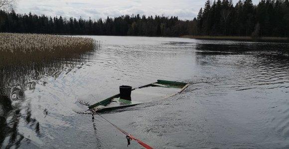 Švarinamas Platelių ežeras: ištraukta apie 40 sutrūnijusių valčių