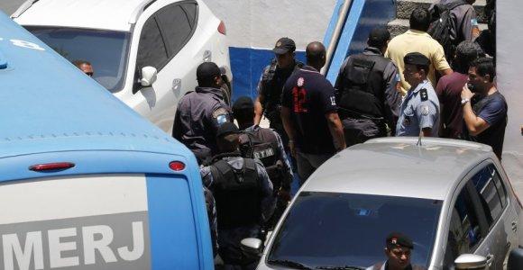 Brazilijos kariai ir policija šukuoja Rio de Žaneiro priemiestį