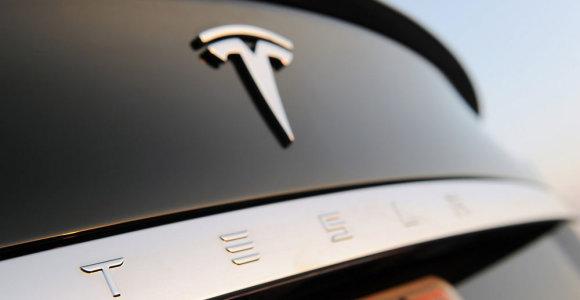 """""""Tesla"""" džiaugiasi didėjančia paklausa: numato plėtrą į Europą ir Kiniją"""