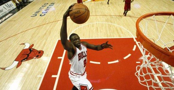 """Britų krepšinio žvaigždė nebežais """"Chicago Bulls"""" – jis baigia karjerą"""