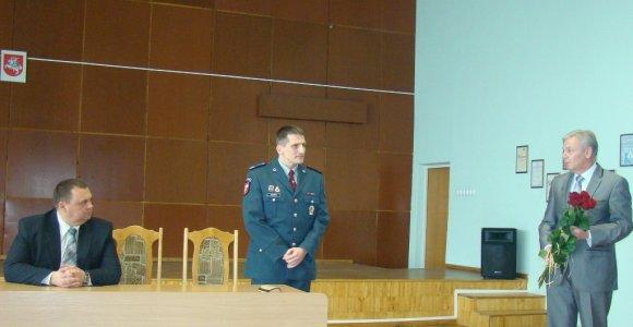 Jurbarkiečiai piktinasi dėl komisaro atostogų, nors rezonansinių bylų tyrimai – ne jo valioje