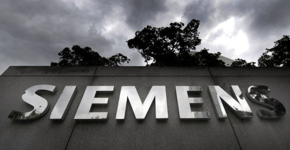 """""""Siemens"""" planuoja atsisakyti dar 2,7 tūkst. darbo vietų"""