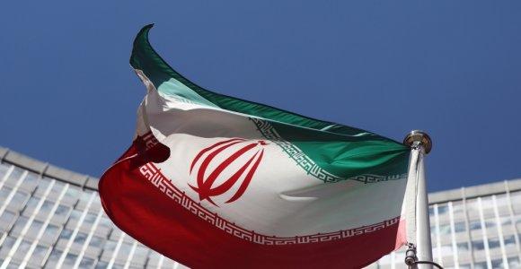 Iranas JAV sankcijų išvakarėse mini amerikiečių ambasados apsiausties metines