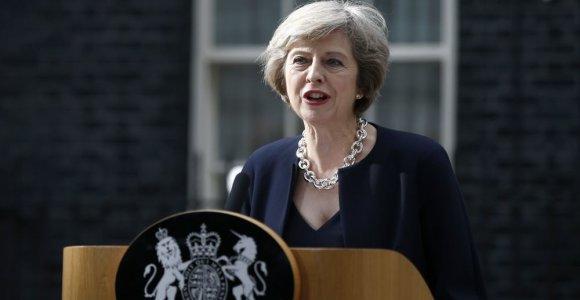 """Kovodama už """"Brexit"""" pasirinkusios Jungtinės Karalystės vienybę Theresa May vyksta į Škotiją"""