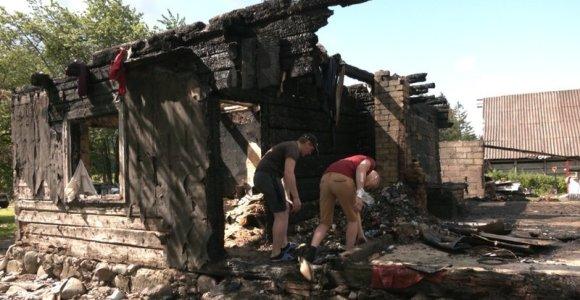 """Jurgitos šeimai su 9 vaikais reikalinga pagalba – sudegė namas: """"Svarbiausia, kad didieji vaikai išgelbėjo du mažuosius"""""""