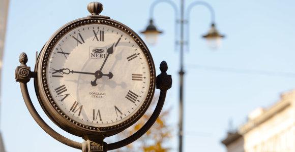 Ruošiantis vėl sukti laikrodį lieka neaišku, ar ES atsisakys šios praktikos