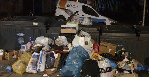 Nepatenkinti šiukšlių vežimu ir konteinerių vieta vilniečiai savivaldybei grasina teismais