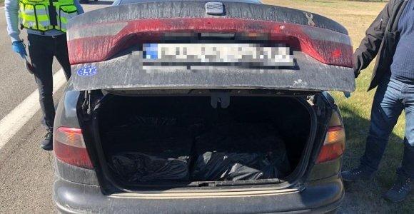 """Vyras iš Pagėgių slaptą krovinį vežė neregistruotu ir nedraustu """"Seat"""" automobiliu"""