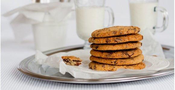 Skonių eksperimentai: sausainiai su šokolado gabalėliais ir karamelizuota šonine
