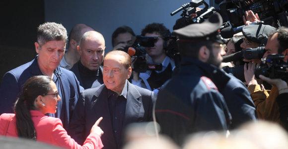 Italijos ekspremjeras Silvio Berlusconi paleistas iš ligoninės