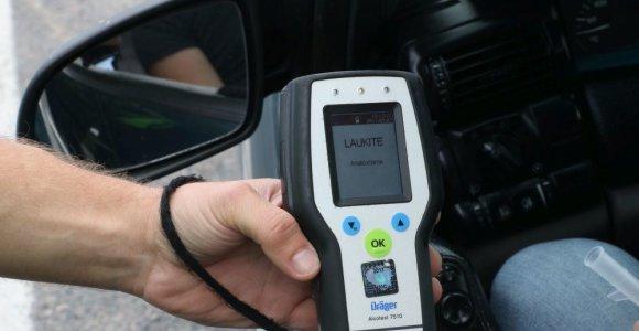 """Šeštadienio reidas Klaipėdoje: neblaivūs vairuotojai teisinosi įpūtę """"iš po vakar"""""""