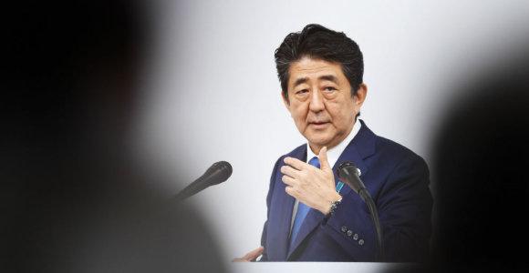 Japonijos premjeras dėl įtemptos saugumo situacijos planuoja atšaukti vizitą į Indiją