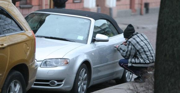 Jurbarko rajoną terorizuoja paauglys: vagia ir daužo automobilius