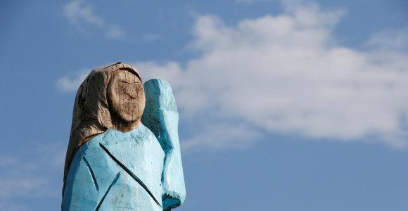 M.Trump gimtinę Slovėnijoje papuošė medinė jos skulptūra: gyventojai vertina prieštaringai