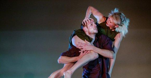 """""""Aura"""" sezoną uždaro prieš smurtą nukreipto jaudinančio šokio premjera"""
