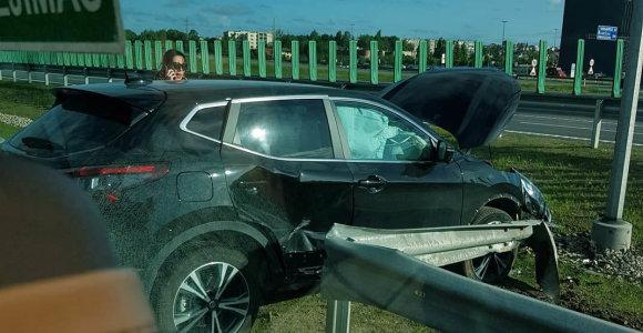 """Penktadienio rytą dėl avarijos prie """"Megos"""" sutriko eismas"""