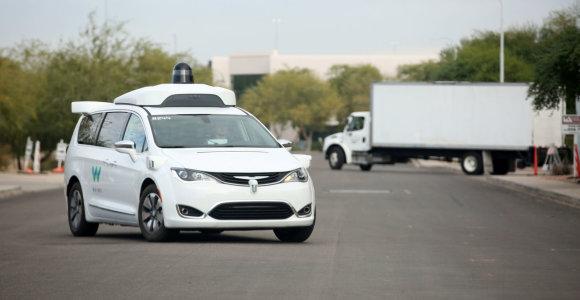 Savivaldis taksi automobilis jau rieda pirmuosius kilometrus