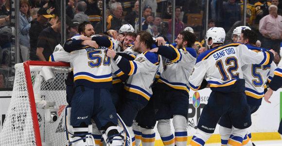"""Emocijų proveržis: septintosiose serijos rungtynėse – pirmasis """"Blues"""" NHL titulas"""