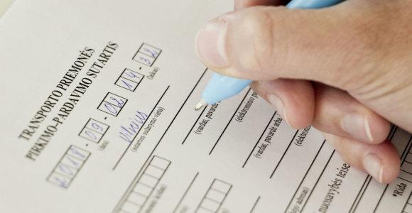 Naudotų automobilių pardavėjų spąstai: gali ne tik apgauti, bet ir priversti suklastoti dokumentus