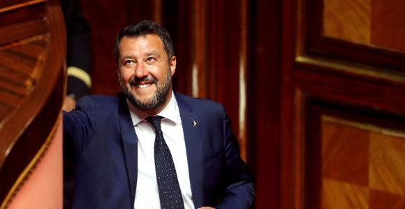 Italijos Senatas pritarė siūlymui panaikinti Matteo Salvini neliečiamybę