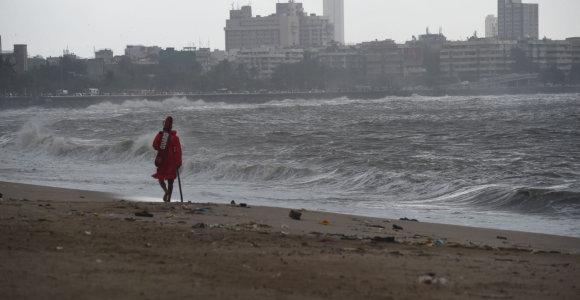Indija ruošiasi jau antram grėsmingam šių metų ciklonui Vayu