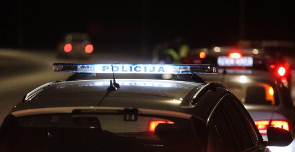 Policija ieško tragedijos Kauno rajone liudininkų: partrenktą vyrą pervažiavo kitas automobilis