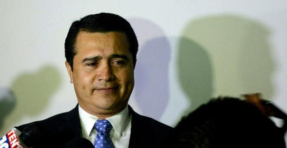 JAV teismas pripažino Hondūro prezidento brolį kaltu dėl narkotikų kontrabandos