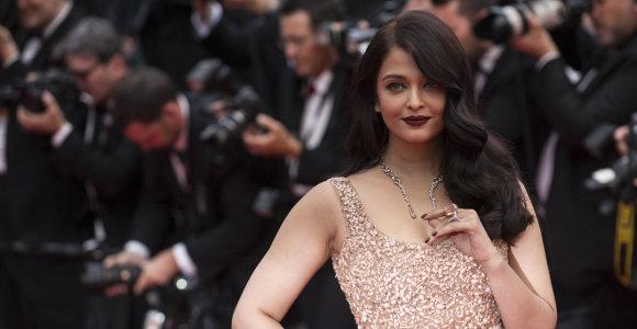Bolivudo superžvaigždė Aishwarya Rai dėl koronaviruso paguldyta į ligoninę