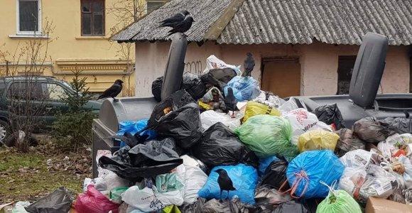 """Raudona šviesa """"Ekonovus"""": tūkstančiai tonų atliekų Gargždų aikštelėje nebus tvarkomi"""