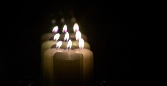 Kauno klinikose visus ant kojų sukėlė mirusiojo gedinčių artimųjų deginamos žvakės