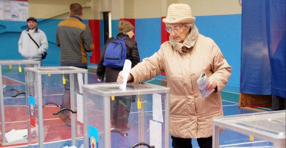 Nepaisydamos Vakarų, separatistinės Rytų Ukrainos provincijos pradeda balsuoti rinkimuose