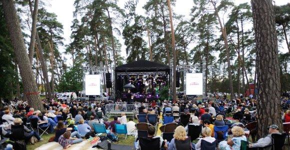 """Tradiciniame festivalyje """"Akacijų alėja"""" – dainuojamoji poezija ir bardų dainos"""