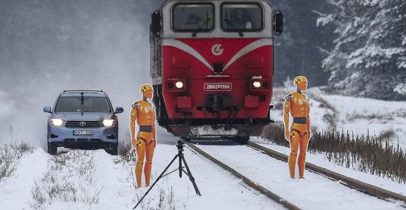 Išbandėme ekstremalų stabdymą: automobiliui prireikė tik 40 m, o kur sustojo traukinys?
