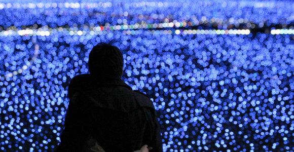 Medikai perspėja: mėlyni LED šviestukai gali pakenkti regai