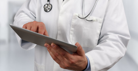 Parengtos rekomendacijos, kaip medikai turi bendrauti su vėžiu sergančiais pacientais