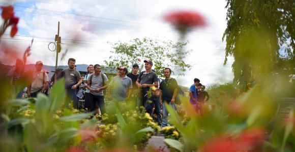 """Meksika stiprina sienos su Gvatemala apsaugą, siekdama blokuoti migrantų """"karavaną"""""""