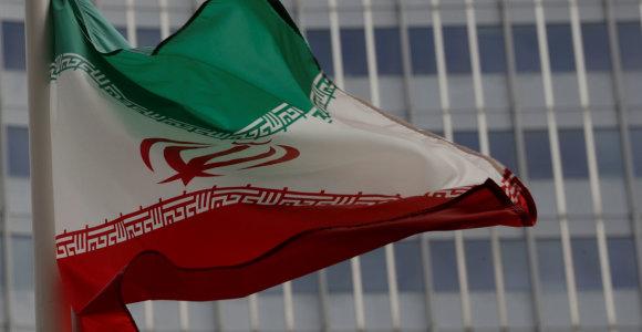 Su terorizmo finansavimu kovojanti institucija sugrąžino sankcijas Iranui