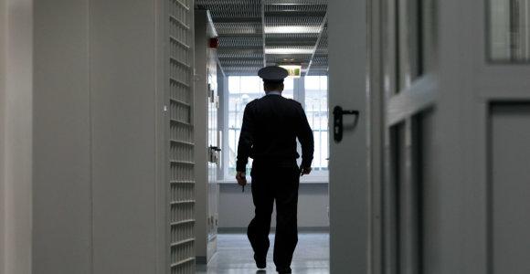 Ministras E.Jankevičius: kalėjimų pareigūnai kasdien susiduria su pavojais – už tai turi būti atlyginama