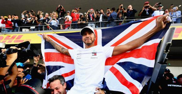 F-1 etapas Meksikoje: M.Verstappenas laimėjo lenktynes, L.Hamiltonas – čempionatą
