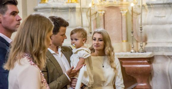 """Buvusi """"Studenčių"""" narė Ieva Vaitiekūnienė per pirmąjį dukros gimtadienį surengė ir krikštynas"""